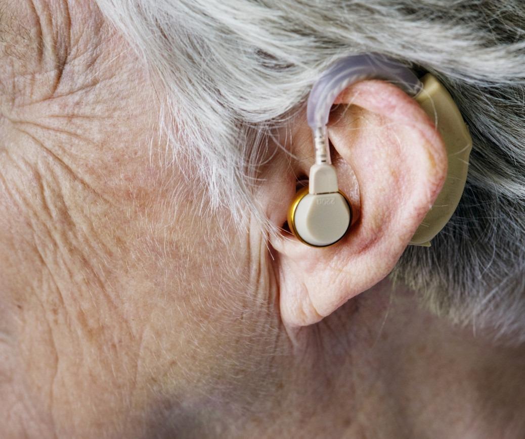 praca dla kobiet z wadami słuchu